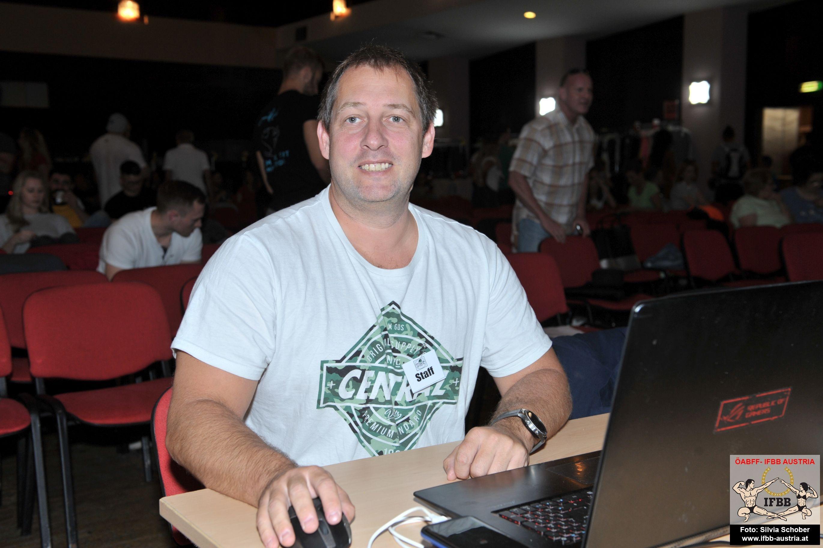 Vor den Vorhang: Stefan Kasparek ist unser Webmaster