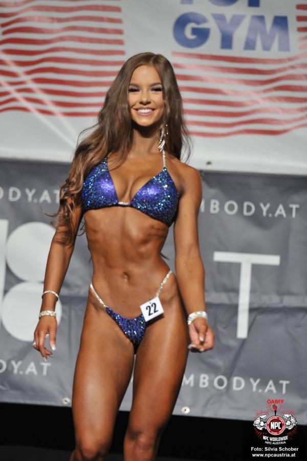 Celina Schulz (D), Siegerin Bikini Juniorinnen und Bikini Frauen 163 cm bis 168 cm.